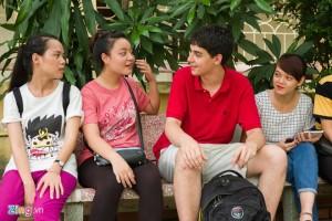 James cia sẻ với sinh viên Việt Nam về bí quyết học ngoại ngữ