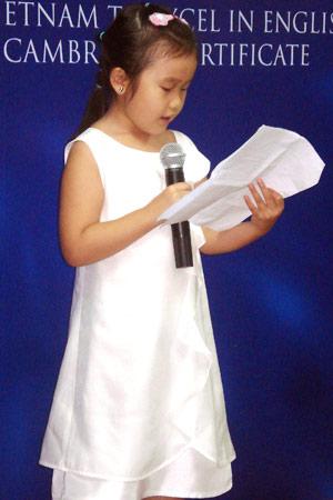 Bé gái 6 tuổi đạt bốn chứng chỉ quốc tế