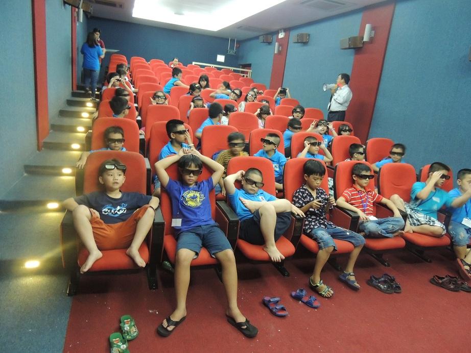 Xem phim 3D bằng tiếng Anh - một trong những hoạt động