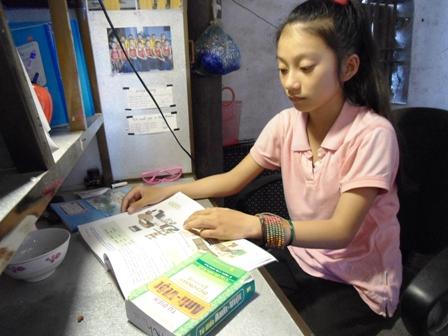 Cô học trò nghèo quê Bác học giỏi tiếng Anh